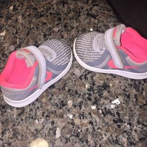 Nike toddler revolution sneakers